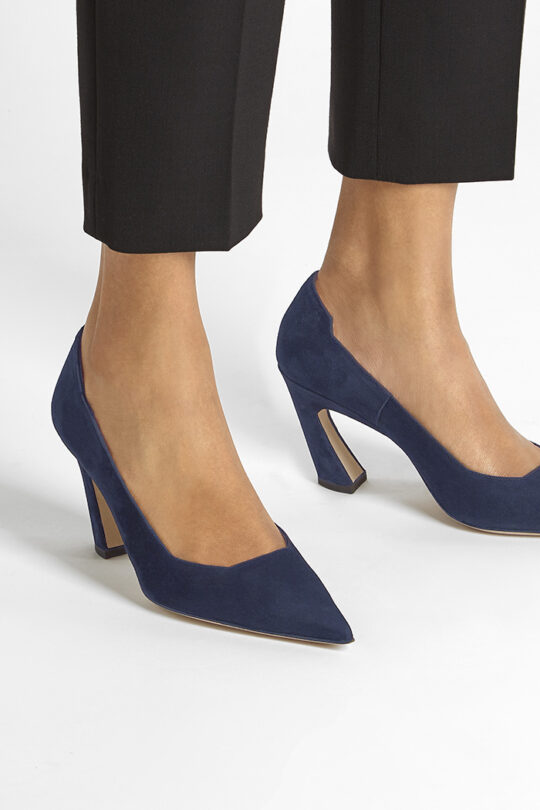 https://thefoldlondon.com/wp-content/uploads/2015/08/MILANO_SHOE_NAVY_SUEDE_34444_v2.jpg
