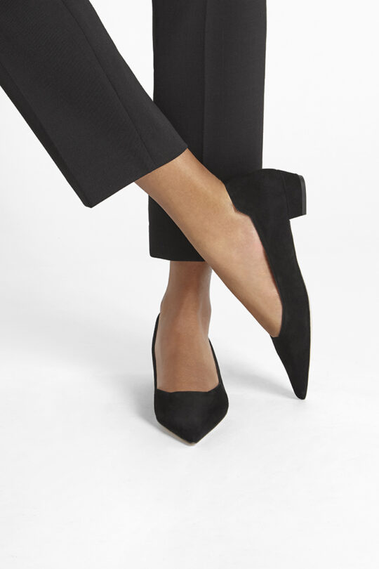 https://thefoldlondon.com/wp-content/uploads/2019/08/SIENNA-SHOE_BLACK-SUEDE_34666.jpg