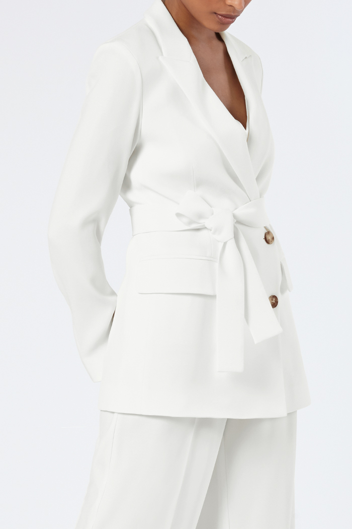 https://thefoldlondon.com/wp-content/uploads/2015/08/THE_FOLD_ALMEIDA_JACKET_IVORY_CREPE_DJ012_5_v2.jpg