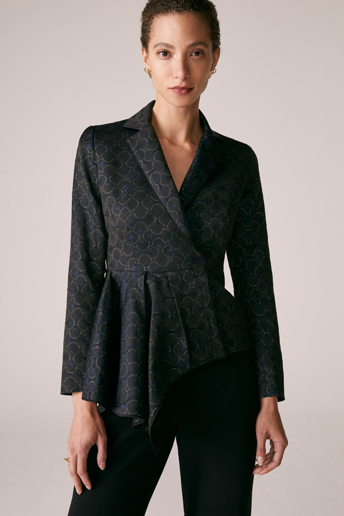 https://thefoldlondon.com/wp-content/uploads/2015/08/TheFold_Belsize_Jacket_Navy_And_Gold_French_Jacquard_DJ054_1_v2.jpg