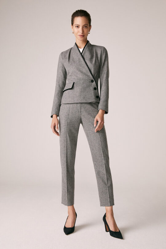 https://thefoldlondon.com/wp-content/uploads/2015/08/TheFold_Cleveland_Trousers_Wool_Silk_Herringbone_DT069_2_v2.jpg