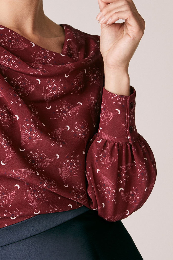 https://thefoldlondon.com/wp-content/uploads/2015/08/TheFold_Eglington_Blouse_Burgundy_Moon_And_Stars_Print_Silk_DB121_3_v2.jpg