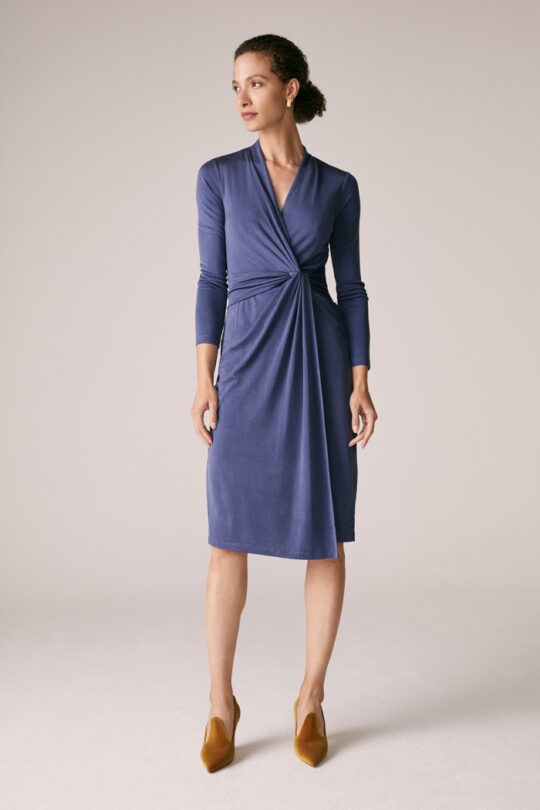 https://thefoldlondon.com/wp-content/uploads/2015/08/TheFold_Greenwich_Dress_Slate_Grey_Silk_Jersey_DD233_1_v2.jpg