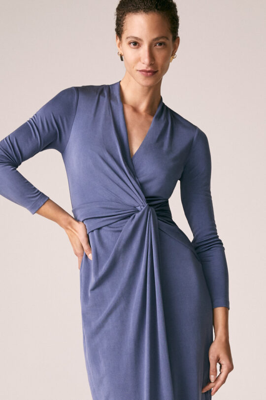 https://thefoldlondon.com/wp-content/uploads/2015/08/TheFold_Greenwich_Dress_Slate_Grey_Silk_Jersey_DD233_2_v2.jpg