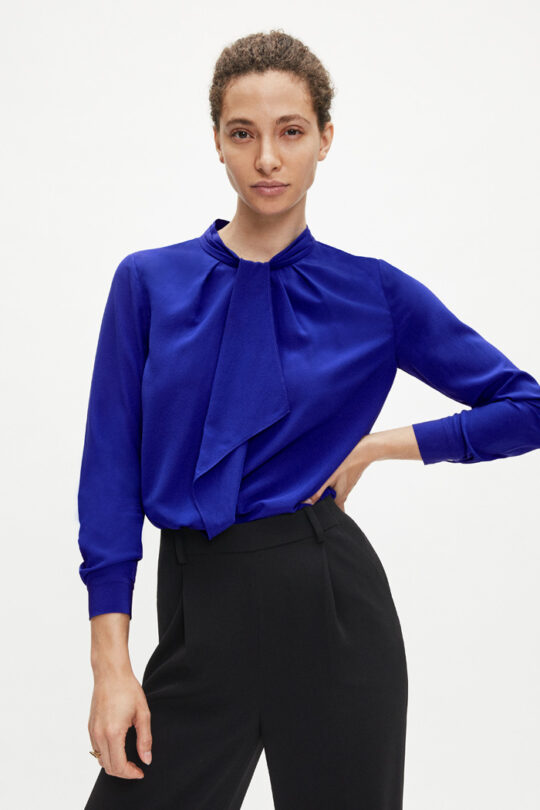 https://thefoldlondon.com/wp-content/uploads/2020/08/TheFold_SAUNDERS_BRIGHT_BLUE_SILK_BLOUSE_DB110_2.jpg