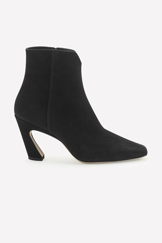 https://thefoldlondon.com/wp-content/uploads/2019/08/Roma_Black_Suede.jpg