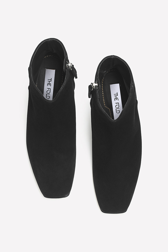 https://thefoldlondon.com/wp-content/uploads/2019/08/Roma_Black_Suede_2.jpg