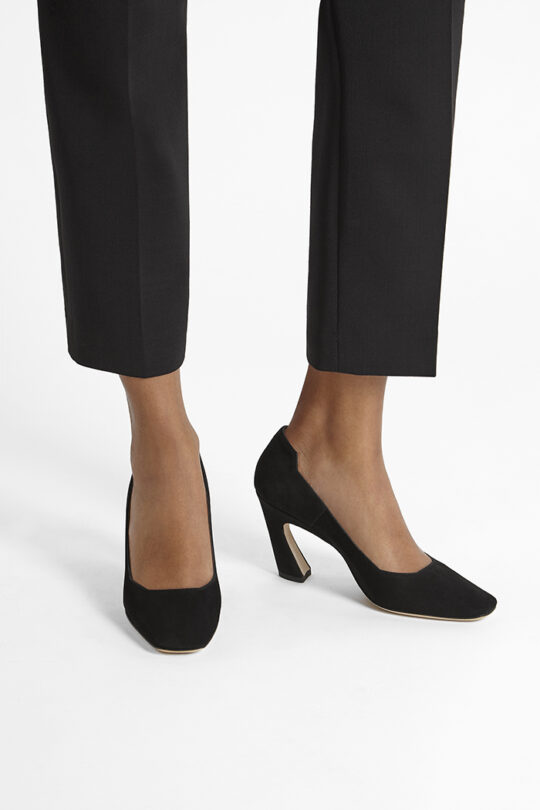 https://thefoldlondon.com/wp-content/uploads/2019/08/VENEZIA-SHOE_BLACK-SUEDE_34518.jpg