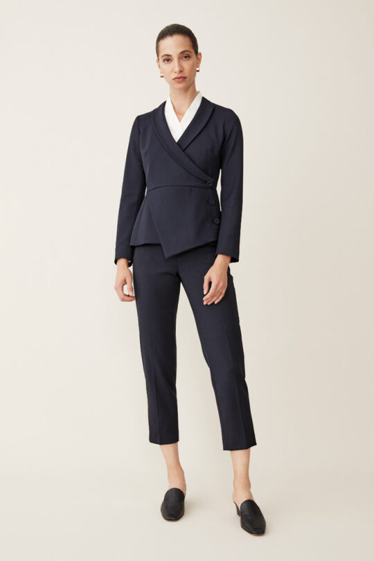 https://thefoldlondon.com/wp-content/uploads/2015/08/TheFold_Ultimate_Wool_TAPERED_TROUSERS_NAVY_DT006_2-.jpg