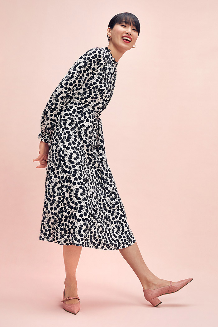 https://thefoldlondon.com/wp-content/uploads/2015/08/TheFold_Mayfair_Dress_Heart_Leaf_Print_Silk_DD249_2102_1_v2.jpg