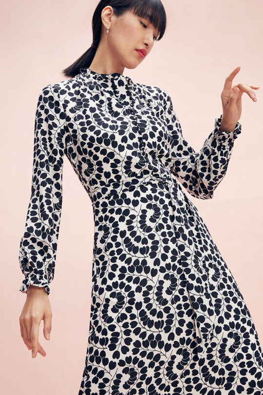 https://thefoldlondon.com/wp-content/uploads/2015/08/TheFold_Mayfair_Dress_Heart_Leaf_Print_Silk_DD249_2102_2_v2.jpg