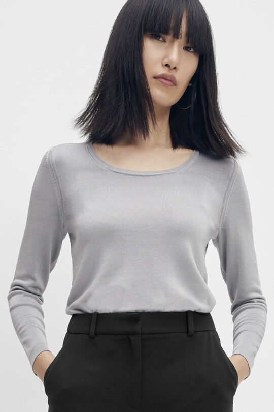 https://thefoldlondon.com/wp-content/uploads/2015/08/TheFold_Veneto_Knitted_Top_Silver_DK071_1_v2.jpg