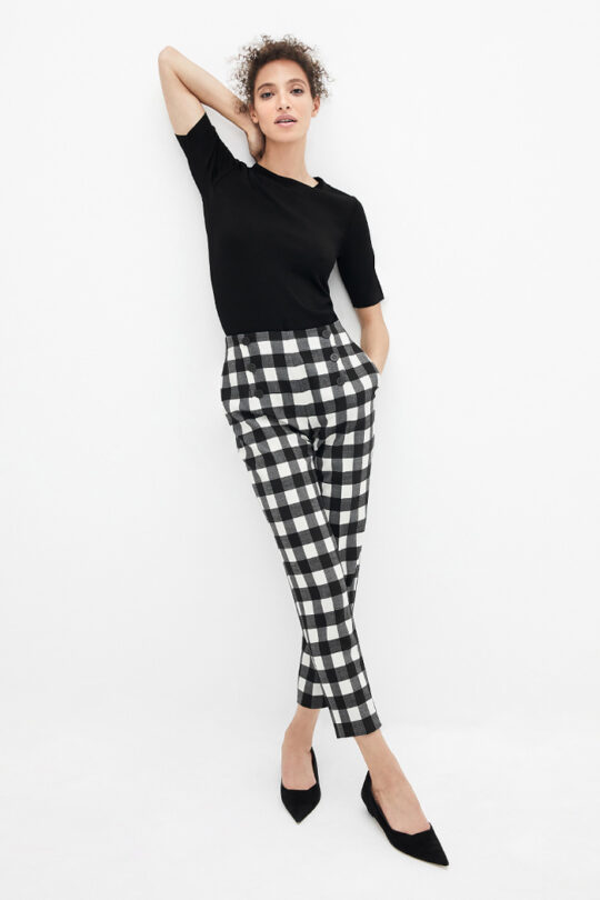 https://thefoldlondon.com/wp-content/uploads/2021/02/TheFold_Astwood_Trousers_Black_And_Ivory_Fine_Wool_Check_DT078_2103_1_v2.jpg