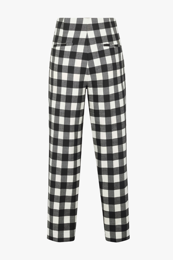 https://thefoldlondon.com/wp-content/uploads/2021/02/TheFold_Astwood_Trousers_Black_And_Ivory_Fine_Wool_Check_DT078_2103_2_v4.jpg