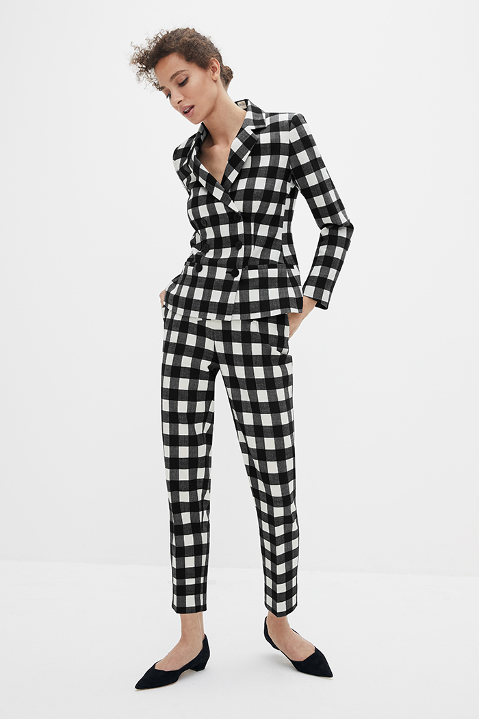 https://thefoldlondon.com/wp-content/uploads/2021/02/TheFold_Astwood_Trousers_Black_And_Ivory_Fine_Wool_Check_DT078_2103_3_v2.jpg