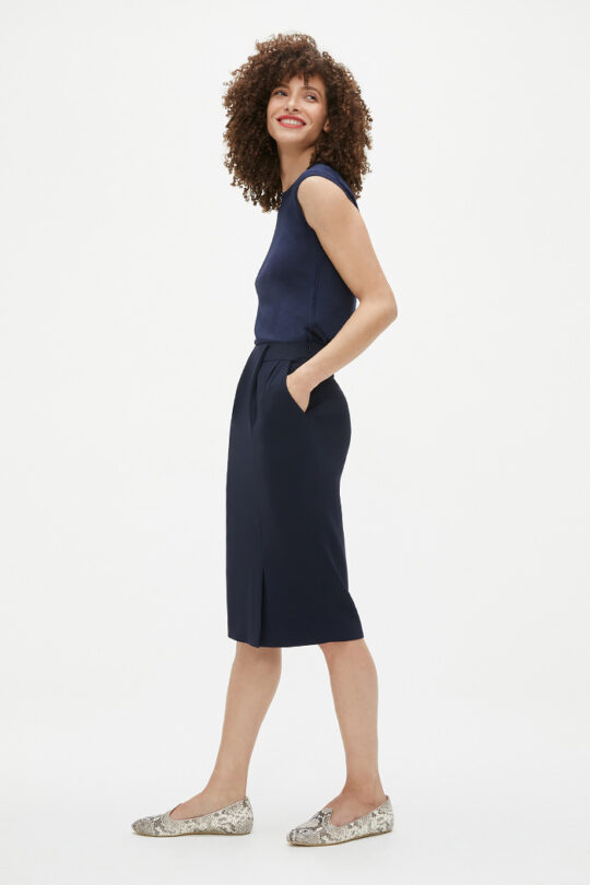 https://thefoldlondon.com/wp-content/uploads/2021/02/TheFold_Clever_Crepe_Pencil_Skirt_Navy_DS058_2103_1_v2.jpg