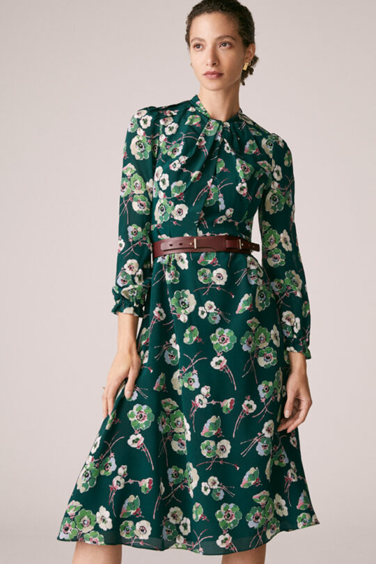 https://thefoldlondon.com/wp-content/uploads/2015/08/TheFold_Haslemere_Dress_Green_Floral_Print_Silk_DD226_1_v2.jpg