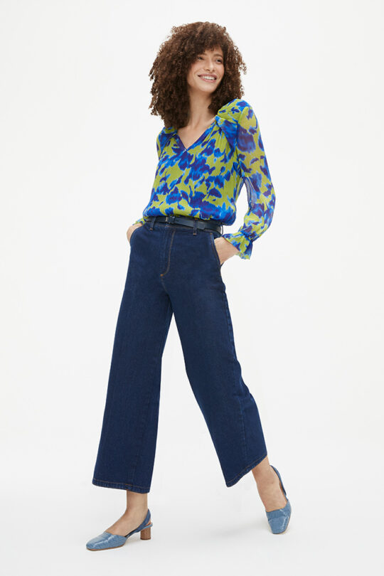 https://thefoldlondon.com/wp-content/uploads/2021/02/TheFold_Islington_Blouse_Chartreuse_And_Blue_Crinkled_Silk_DB144_2103_2_v2.jpg