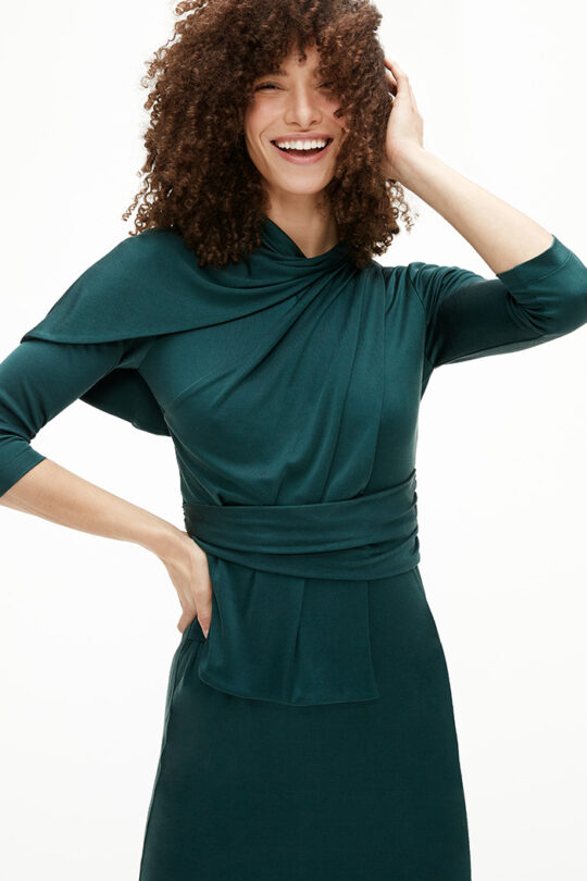 https://thefoldlondon.com/wp-content/uploads/2021/02/TheFold_Marylebone_Dress_Dark_Green_Silk_Jersey_DD251_2103_2_v2.jpg