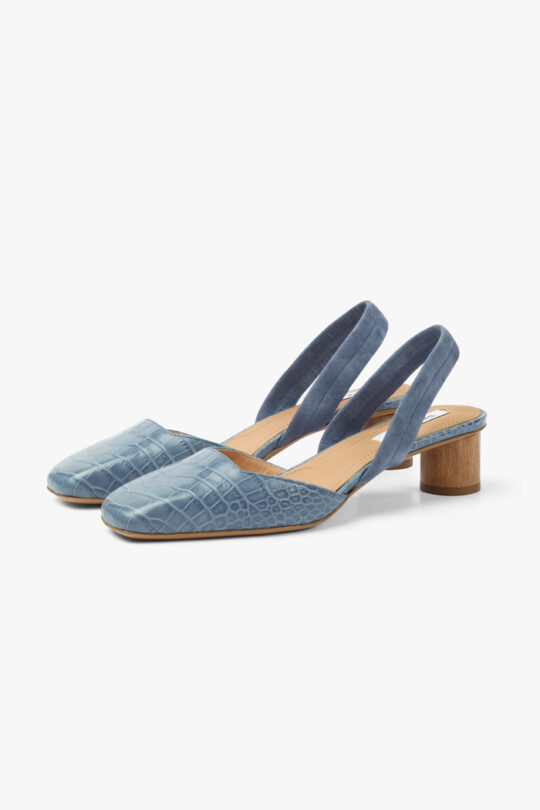 https://thefoldlondon.com/wp-content/uploads/2021/02/TheFold_Pompeii_40_Blue_Croc_Embossed_Leather_DA061_2103_2_v4.jpg