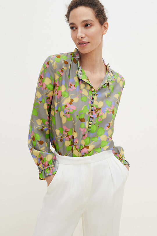 https://thefoldlondon.com/wp-content/uploads/2021/02/TheFold_Tierney_Blouse_Watercolour_Print_Silk_DB145_2103_1_v2.jpg