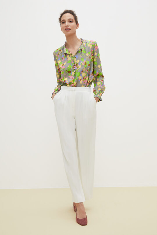 https://thefoldlondon.com/wp-content/uploads/2021/02/TheFold_Tierney_Blouse_Watercolour_Print_Silk_DB145_2103_2_v2.jpg