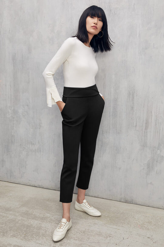 https://thefoldlondon.com/wp-content/uploads/2015/08/TheFold_Workout_Performance_4-Way_Stretch_Skinny_Trousers_Black_DT086_4_v2.jpg