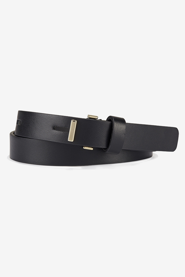 https://thefoldlondon.com/wp-content/uploads/2015/08/Mercer_Belt_Black_DA088_1_v4.jpg