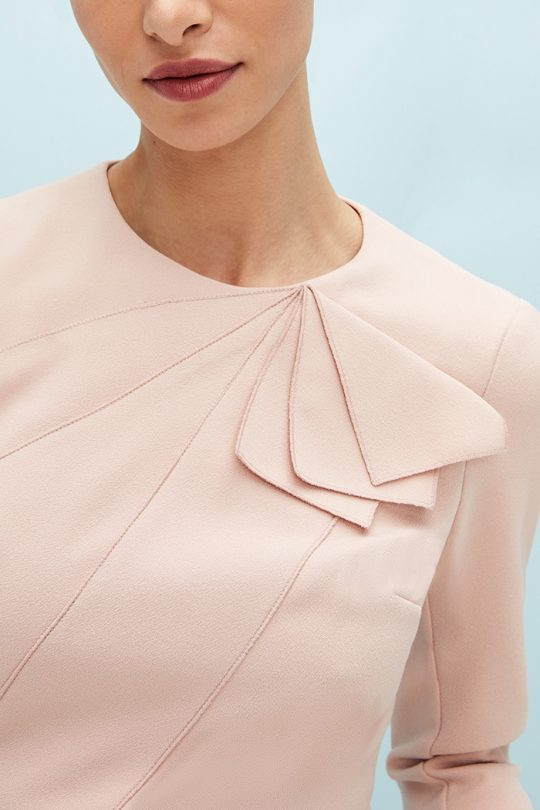 https://thefoldlondon.com/wp-content/uploads/2021/03/TheFold_Amesbury_Top_Blush_Stretch_Crepe_DB148_2104_2_v2.jpg