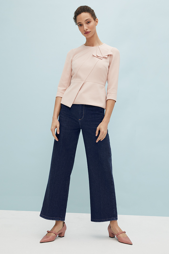 https://thefoldlondon.com/wp-content/uploads/2021/03/TheFold_Amesbury_Top_Blush_Stretch_Crepe_DB148_2104_3_v2.jpg