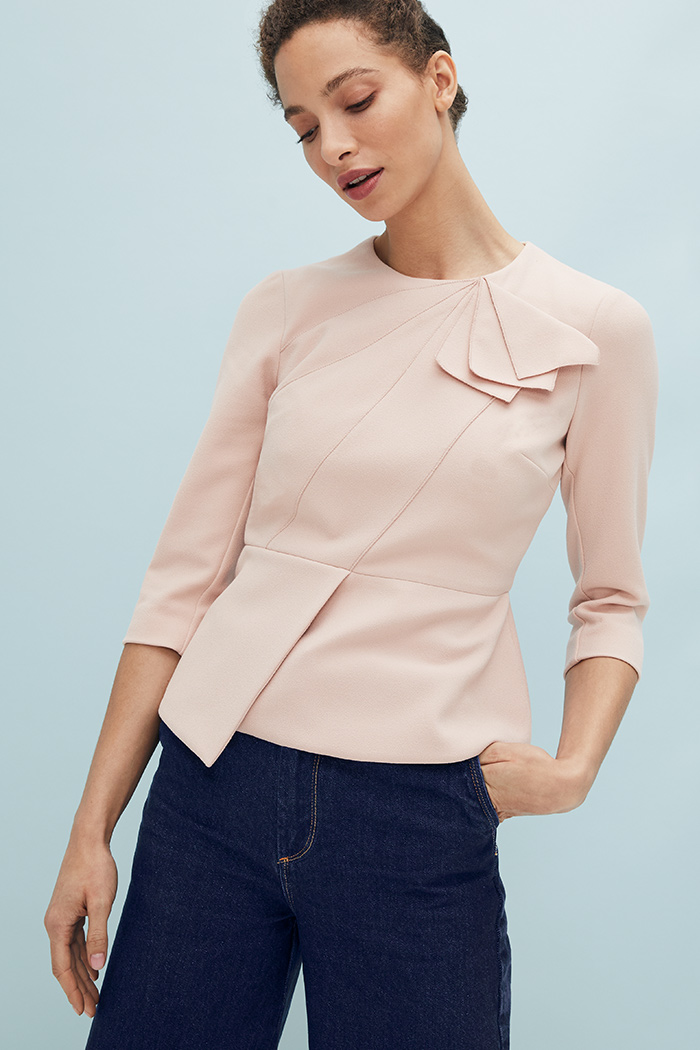 https://thefoldlondon.com/wp-content/uploads/2021/03/TheFold_Amesbury_Top_Blush_Stretch_Crepe_DB148_2104_4_v2.jpg