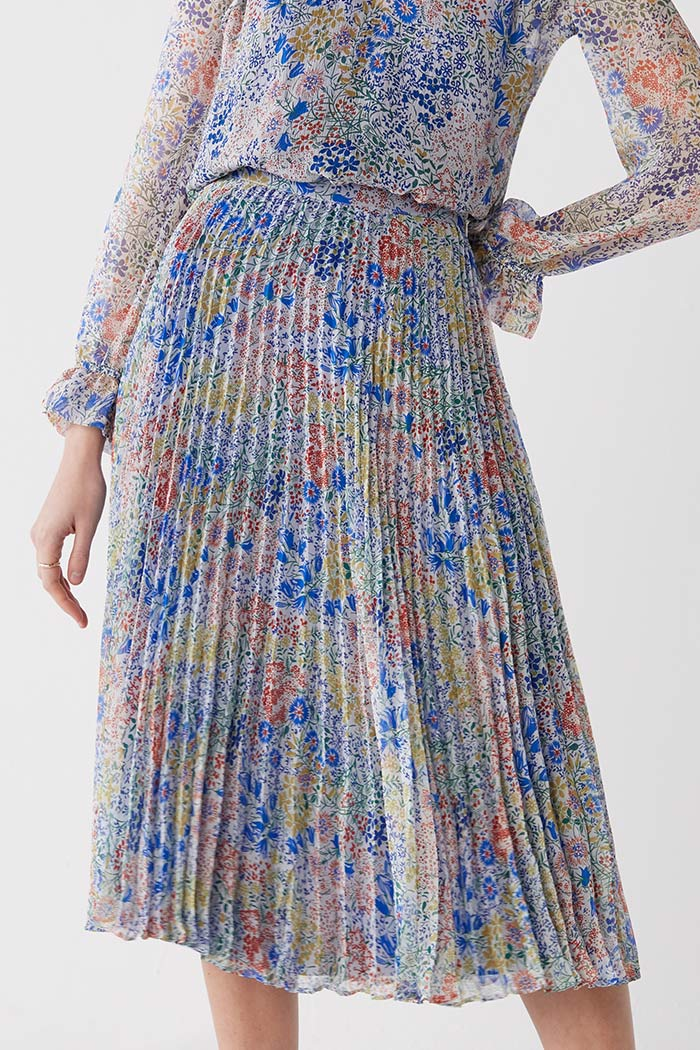 https://thefoldlondon.com/wp-content/uploads/2021/03/TheFold_Avebury_Skirt_Multi_Meadow_Print_Pleated_Chiffon_DS062_2104_3_v2.jpg