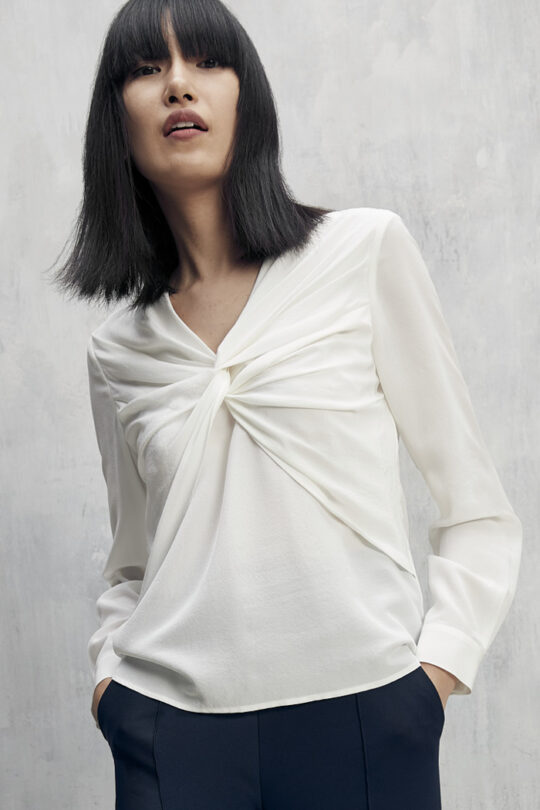 https://thefoldlondon.com/wp-content/uploads/2015/08/TheFold_Ayrshire_Blouse_Ivory_Silk_DB109_2101_1_v2.jpg