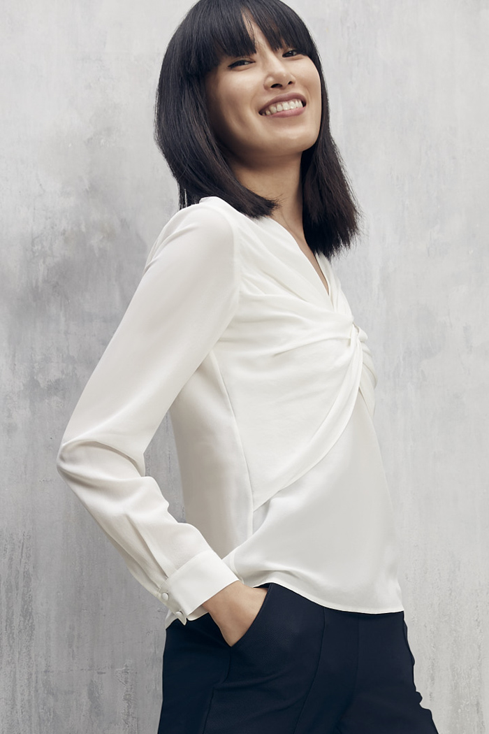https://thefoldlondon.com/wp-content/uploads/2015/08/TheFold_Ayrshire_Blouse_Ivory_Silk_DB109_2101_3_v2.jpg