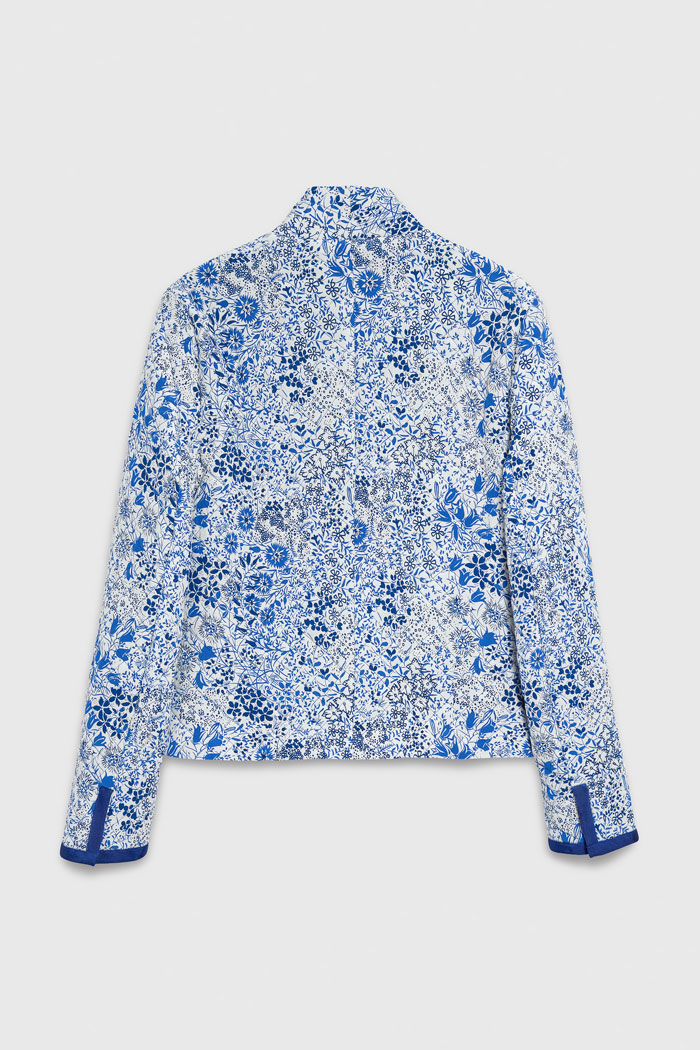 https://thefoldlondon.com/wp-content/uploads/2021/03/TheFold_Bergamo_Jacket_Ivory_And_Blue_Quilted_Silk_DJ068_2104_2_v4.jpg