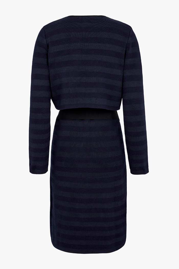 https://thefoldlondon.com/wp-content/uploads/2015/08/TheFold_Cherbury_Coat_Navy_DK059_2_v4.jpg