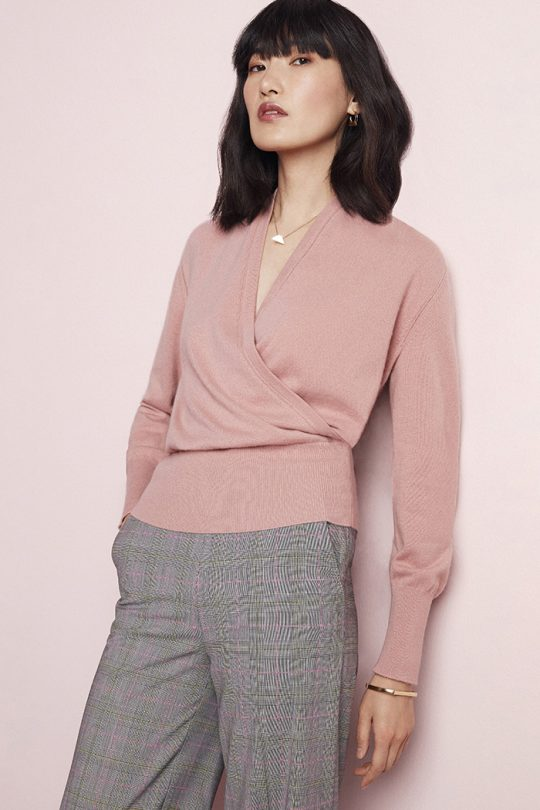 https://thefoldlondon.com/wp-content/uploads/2020/10/TheFold_Howell_Wrap_Sweater_Blush_Cashmere_DK063_1_v2.jpg