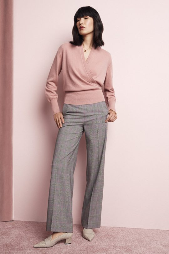 https://thefoldlondon.com/wp-content/uploads/2020/10/TheFold_Howell_Wrap_Sweater_Blush_Cashmere_DK063_2_v2.jpg