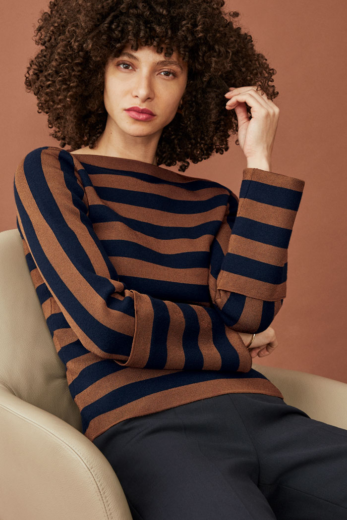https://thefoldlondon.com/wp-content/uploads/2015/08/TheFold_LISSON_STRIPE_STATEMENT_JUMPER_DK062_230_v2.jpg