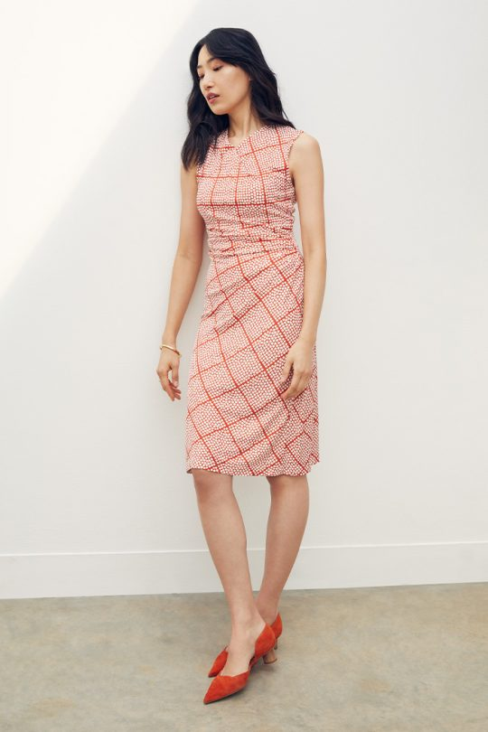 https://thefoldlondon.com/wp-content/uploads/2021/04/TheFold_Belgravia_Sleeveless_Dress_Teracotta_Check_Print_Jersey_DD265_2104_2_2_v2.jpg