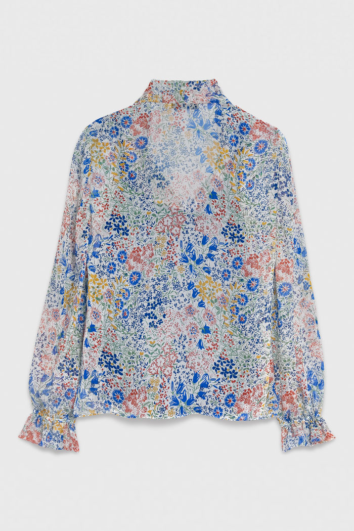 https://thefoldlondon.com/wp-content/uploads/2021/04/TheFold_Islington_Blouse_Multi_Meadow_Print_Silk_Chiffon_DB171_2104_2_2_v4.jpg