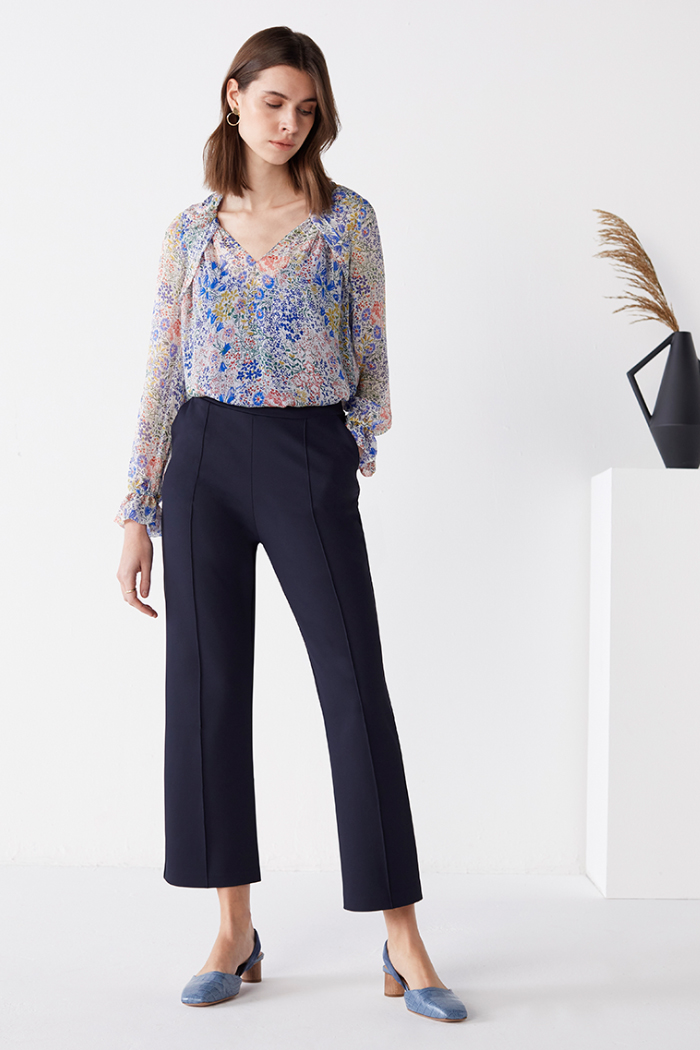 https://thefoldlondon.com/wp-content/uploads/2021/04/TheFold_Islington_Blouse_Multi_Meadow_Print_Silk_Chiffon_DB171_2104_2_5_v2.jpg