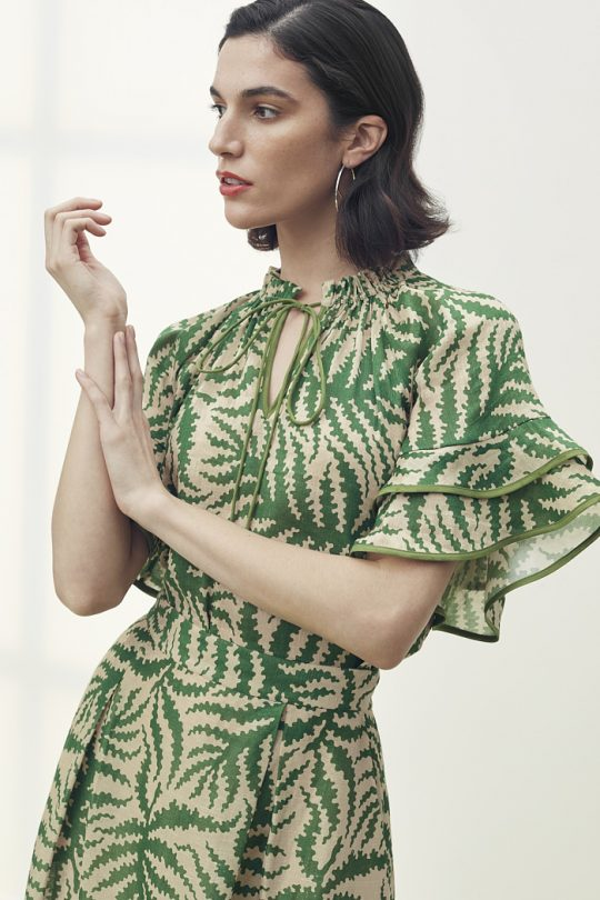 https://thefoldlondon.com/wp-content/uploads/2021/04/TheFold_Sithonia_Blouse_Natural_Fern_Print_Silk_Linen_DB154_2105_1_v2.jpg