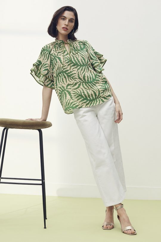 https://thefoldlondon.com/wp-content/uploads/2021/04/TheFold_Sithonia_Blouse_Natural_Fern_Print_Silk_Linen_DB154_2105_2_v2.jpg