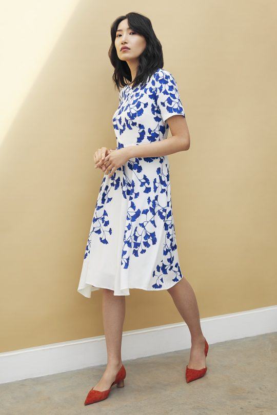 https://thefoldlondon.com/wp-content/uploads/2021/04/TheFold_Somerby_Dress_Printed_Crepe_DD195_2105_2_v2.jpg