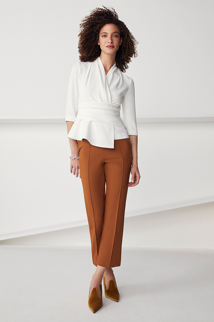 https://thefoldlondon.com/wp-content/uploads/2021/08/TheFold_Workout_Performance_4-Way_Stretch_Twill_Slim_Leg_Trousers_Toffee_DT094_2109_2_v2.jpg